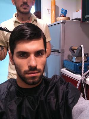 прилизанный Хайме Альгерсуари в парикмахерской