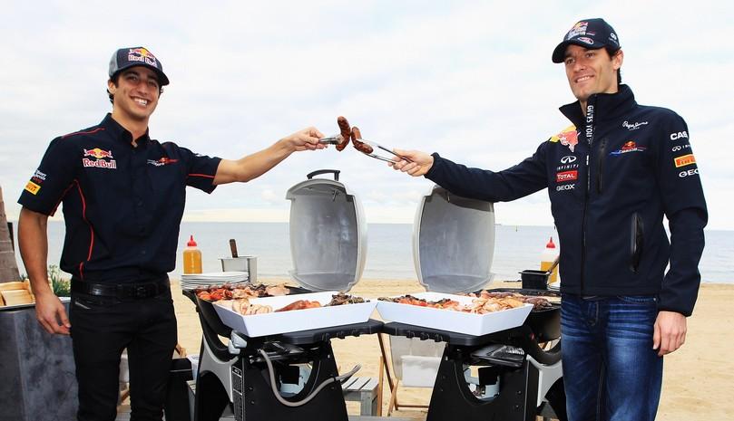 Даниэль Риккардо и Марк Уэббер барбекю на пляже тост