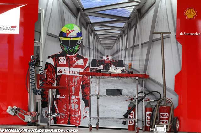 баннер в боксах Фелипе Массы и Ferrari на Гран-при Австралии 2011