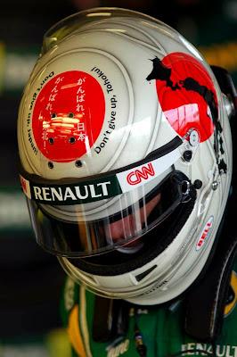 шлем Ярно Трулли со словами поддержки Японии на Гран-при Австралии 2011