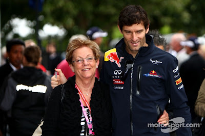 Марк Уэббер в паддоке Альберт-Парка с женщиной на Гран-при Австралии 2011