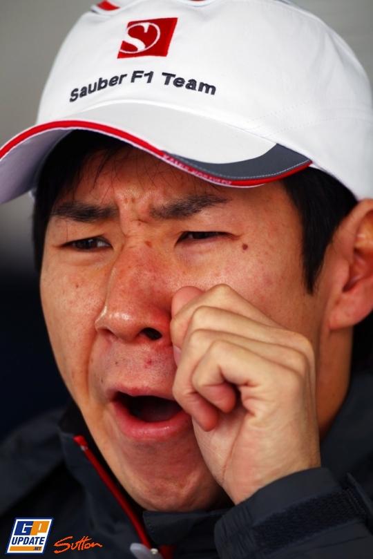 скучающий Камуи Кобаяши на Гран-при Австралии 2011