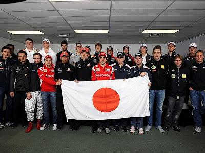 гонщики Формулы-1 поддерживают Японию на Гран-при Австралии 2011