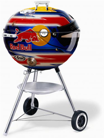 барбекю в виде шлема Марка Уэббера