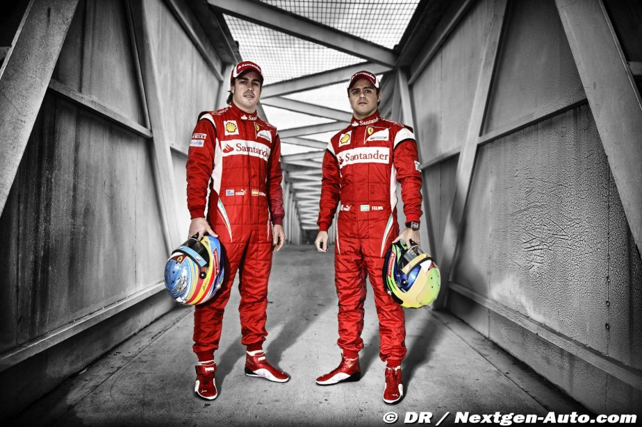стена в гараже Ferrari с Фернандо Алонсо и Фелипе Массой