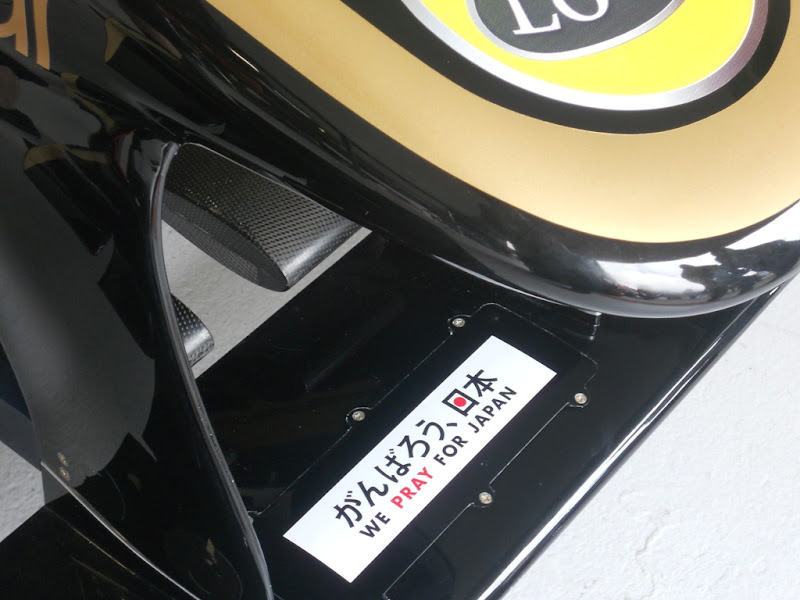 We Pray for Japan Lotus Renault на Гран-при Австралии 2011