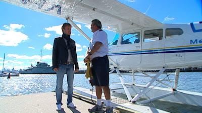 Нико Росберг перед полетом на самолете над Мельбурном в дни уикэнда Гран-при Австралии 2011