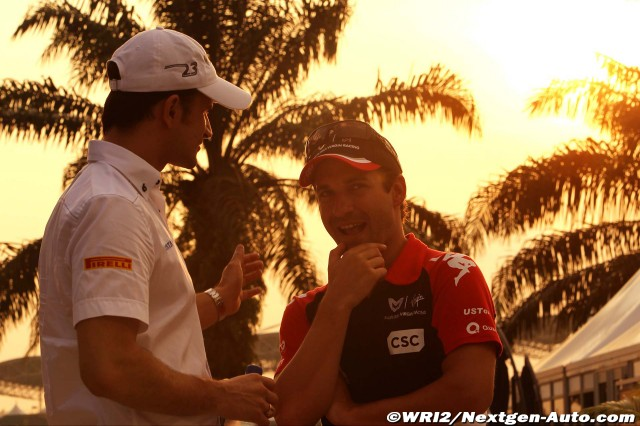 Витантонио Льюцци и Тимо Глок разговаривают в паддоке Куала-Лумпура на Гран-при Малайзии 2011