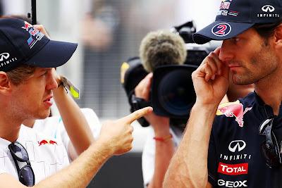 Себастьян Феттель тычет пальцем в Марка Уэббера на Гран-при Малайзии 2011