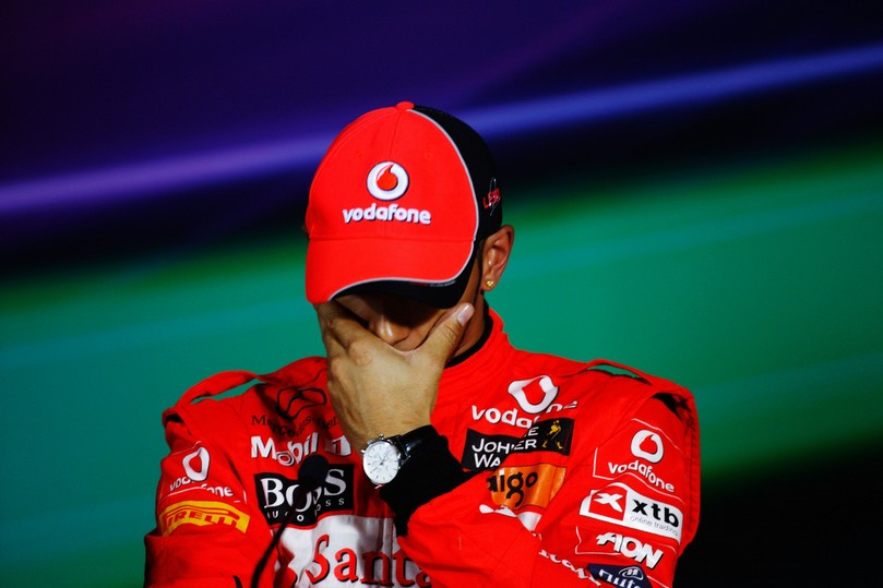 Льюис Хэмилтон на пресс-конференции после квалификации на Гран-при Китая 2011