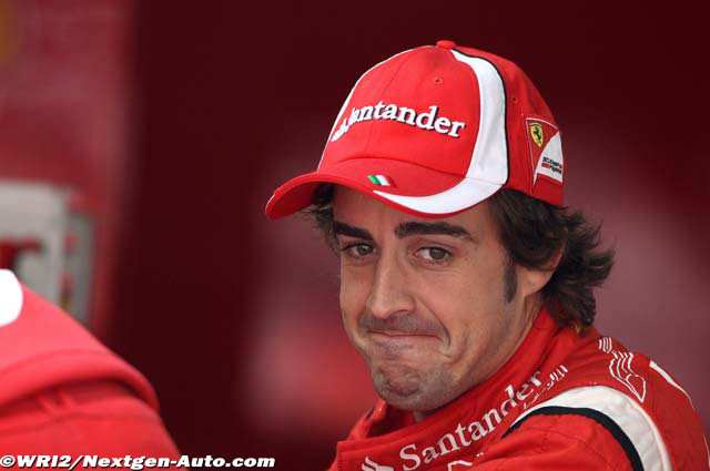 Фернандо Алонсо в замешательстве на Гран-при Китая 2011
