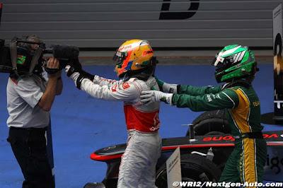 Хейкки Ковалайнен хочет поздравить Льюиса Хэмилтона с победой на Гран-при Китая 2011