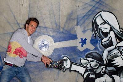 Жан-Эрик Вернь дает порулить граффити в Зальцбурге 21 апреля 2011