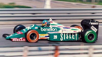 Герхард Бергер за рулем Benetton B186 в разукрашеных покрышках на Гран-при Детройта 1986