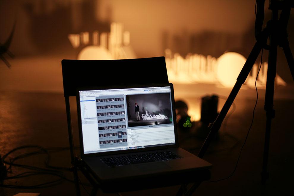 ноутбук со снимками Виталия Петрова