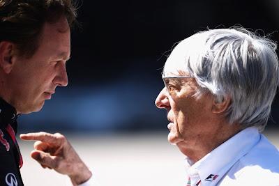 Берни Экклстоун тычет пальцем в Кристиана Хорнера на Гран-при Турции 2011