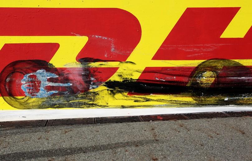 следы от резины и колес на трассе Истамбул-Парка на Гран-при Турции 2011