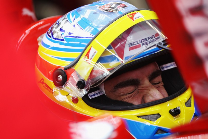 очень напряженный Фернандо Алонсо в кокпите Ferrari на Гран-при Турции 2011