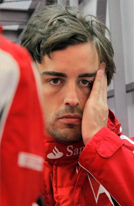 фэйспалм Фернандо Алонсо в боксах Ferrari на Гран-при Турции 2011