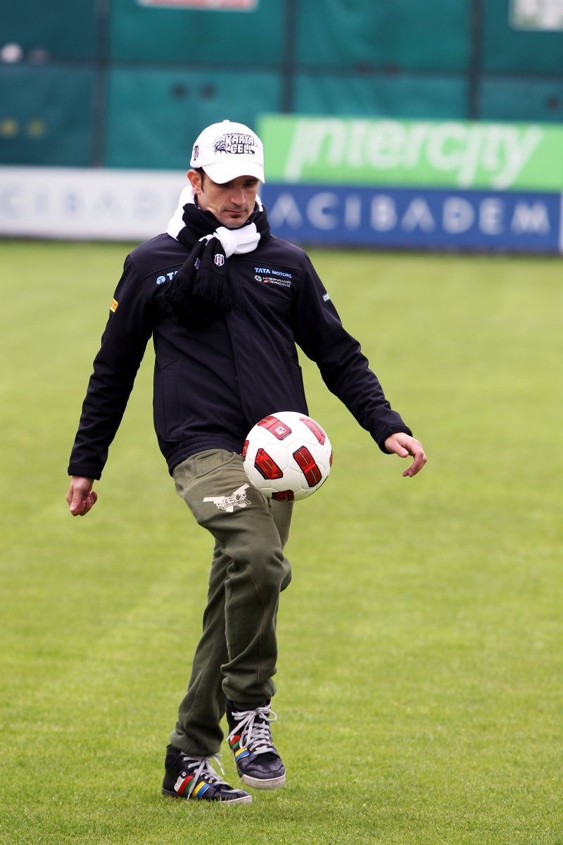 Витантонио Льюцци с футбольным мячом