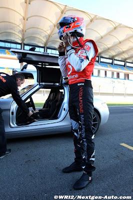 Дженсон Баттон готовится к поездке на сэйфти-каре на Гран-при Турции 2011