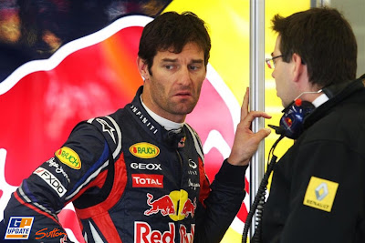 Марк Уэббер разговаривает с инженером Renault на Гран-при Турции 2011