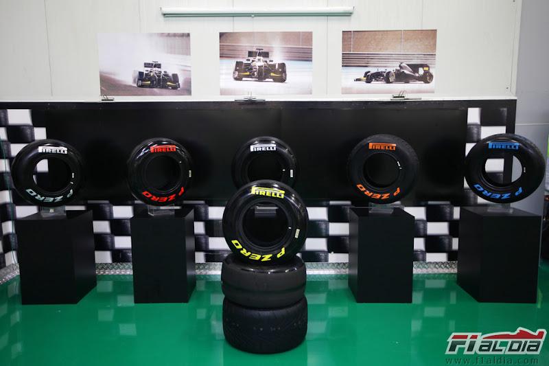 выставка резины Pirelli на Гран-при Турции 2011