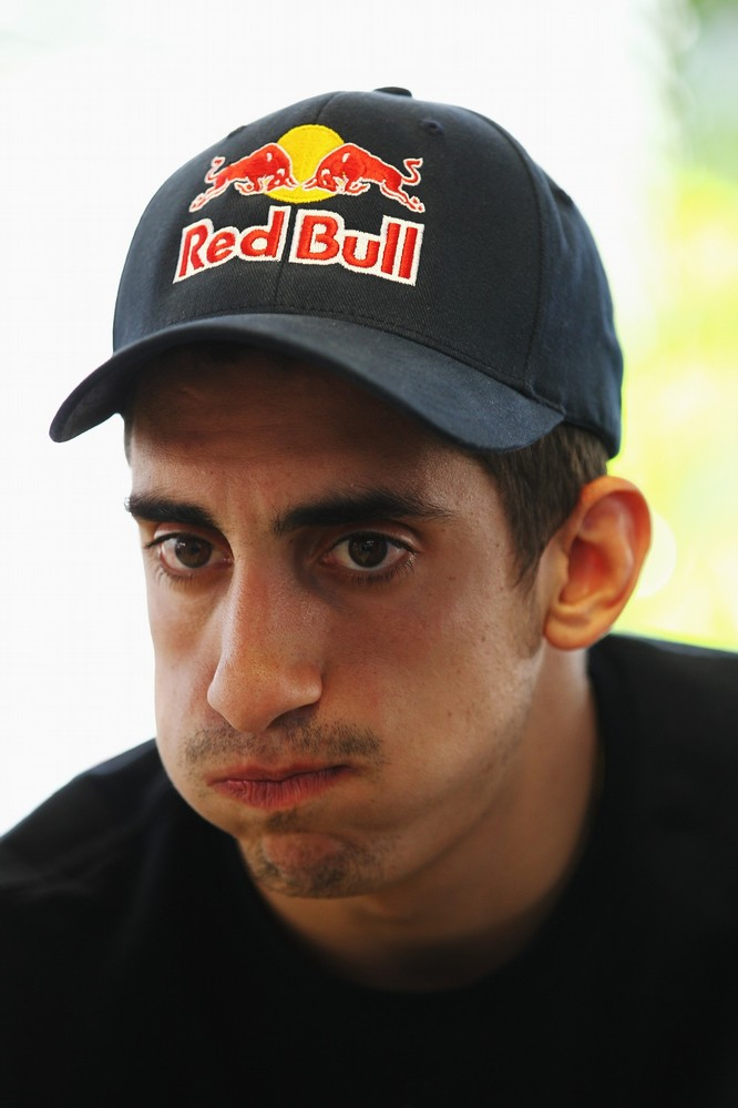 Себастьян Буэми  дает интервью на Гран-при Испании 2011