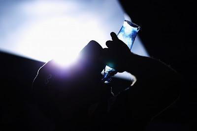 Себастьян Феттель пьет воду из бутылки на Гран-при Испании 2011