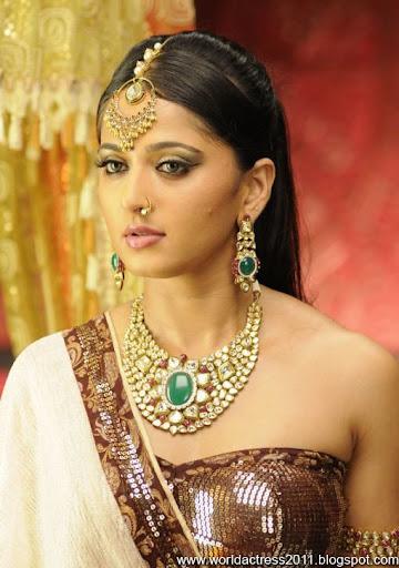 Anushka,2011,News,Latest,Event,Hot,breast
