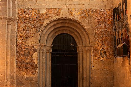 Pintures murals renaixentistes amb grutescs, formen part del conjunt de la tomba de Joan Despés, bisbe d'Urgell, s. XVI, catedral de la Seu d'Urgell.La Seu d'Urgell, Alt Urgell, Lleida
