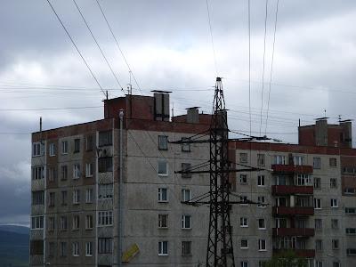 団地と鉄塔