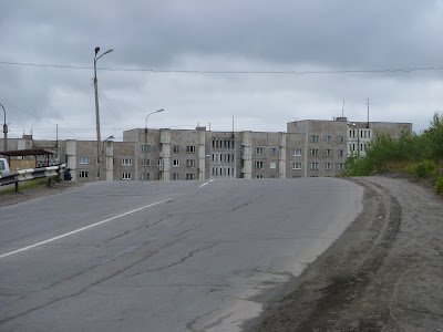 道路と団地