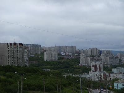 街を見下ろす団地群