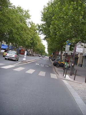 パリの並木道