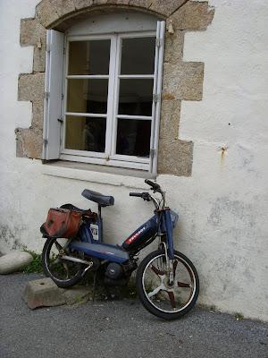 街角のスクーター