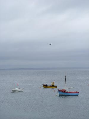 モレーン島の湾に浮かぶボート