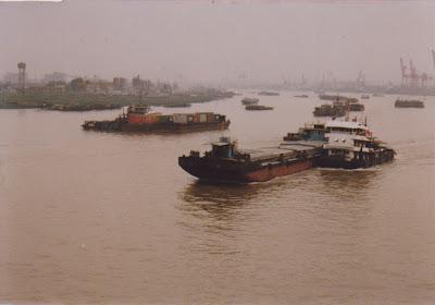 長江をゆく船