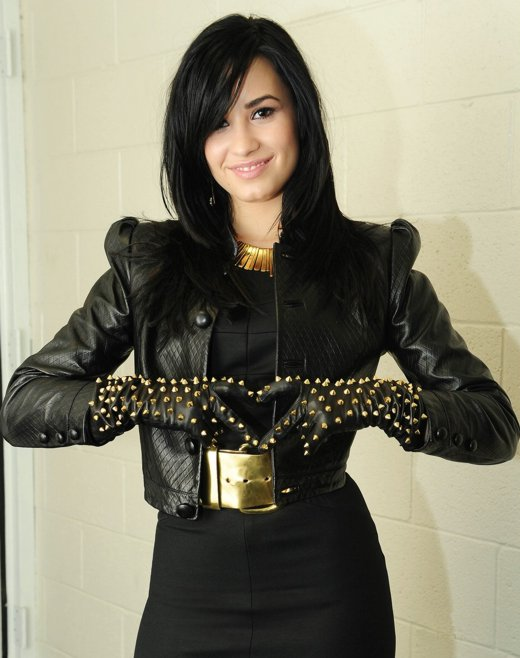 Demi graba nuevo video Demi-lovato-remember-december-05
