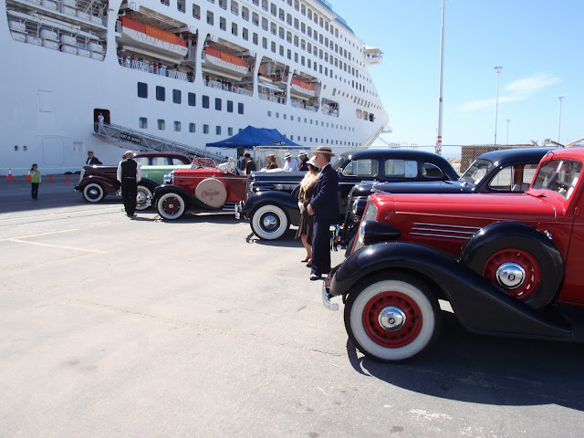 Napier had antique cars to welcome us From 12 Tips to Optimize your Cruise Experience