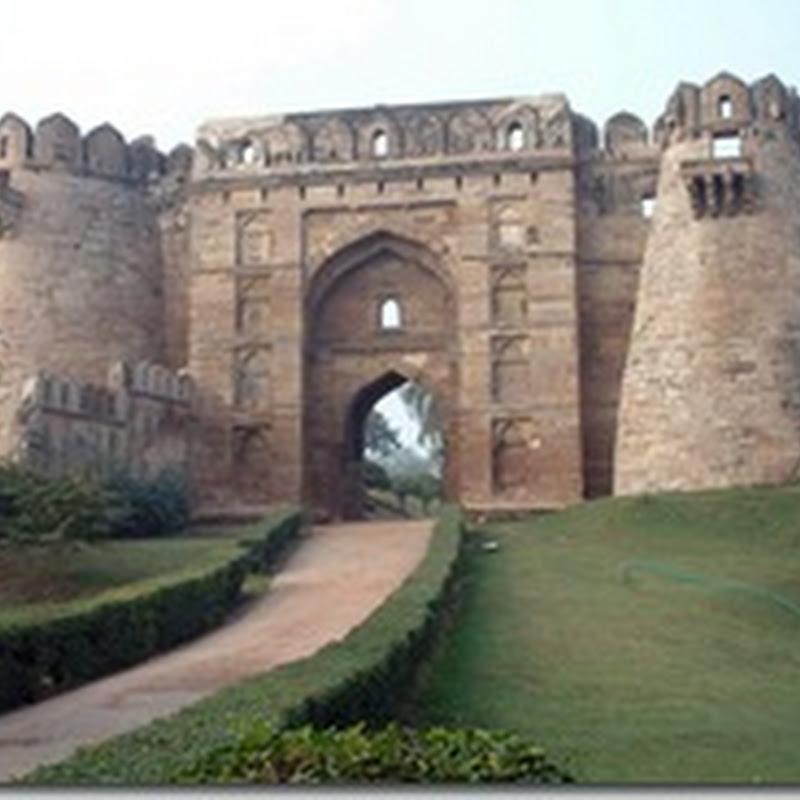 क्या लिखा है जौनपुर किले में बने खम्बों में ?