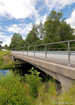 Betongbron vid infarten till Skyttorp