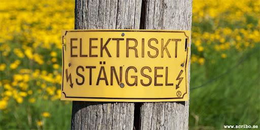 Skylt som varna för elektriskt stängsel