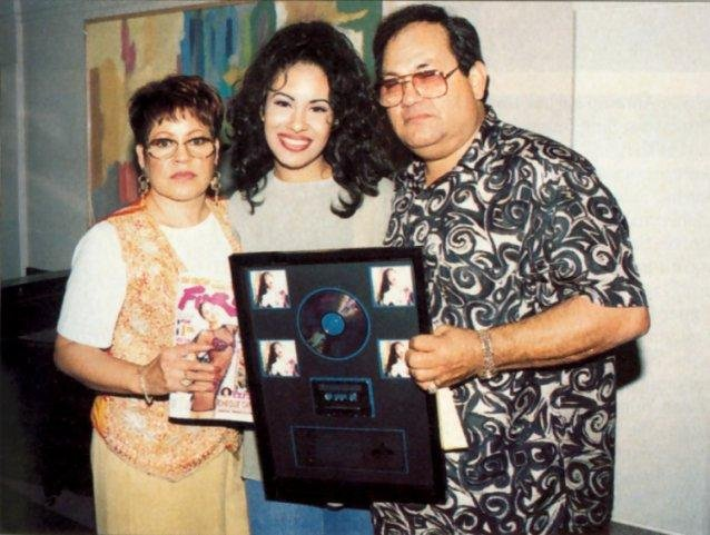 Selena mother and father