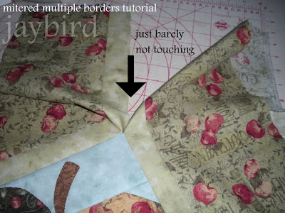 mitered multiple borders tutorial - {quilting basics tutorial ... : multiple quilt borders - Adamdwight.com