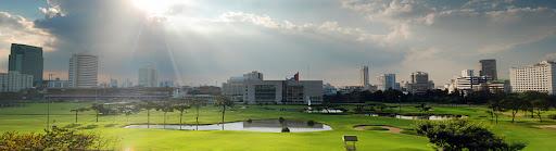 Солнце сияет над Bangkok Golf Field