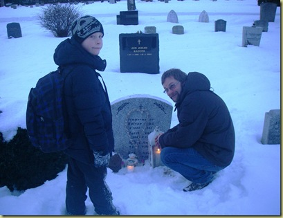 Seb and Niklas at the Grave 29-01-2011