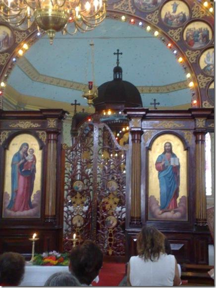32. Celebrante fecha a porta régia ao fim da Liturgia