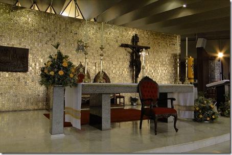 01-Altar com arranjo beneditino