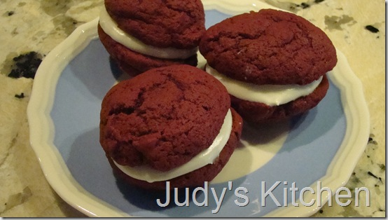 red velvet whoopie pies (3)